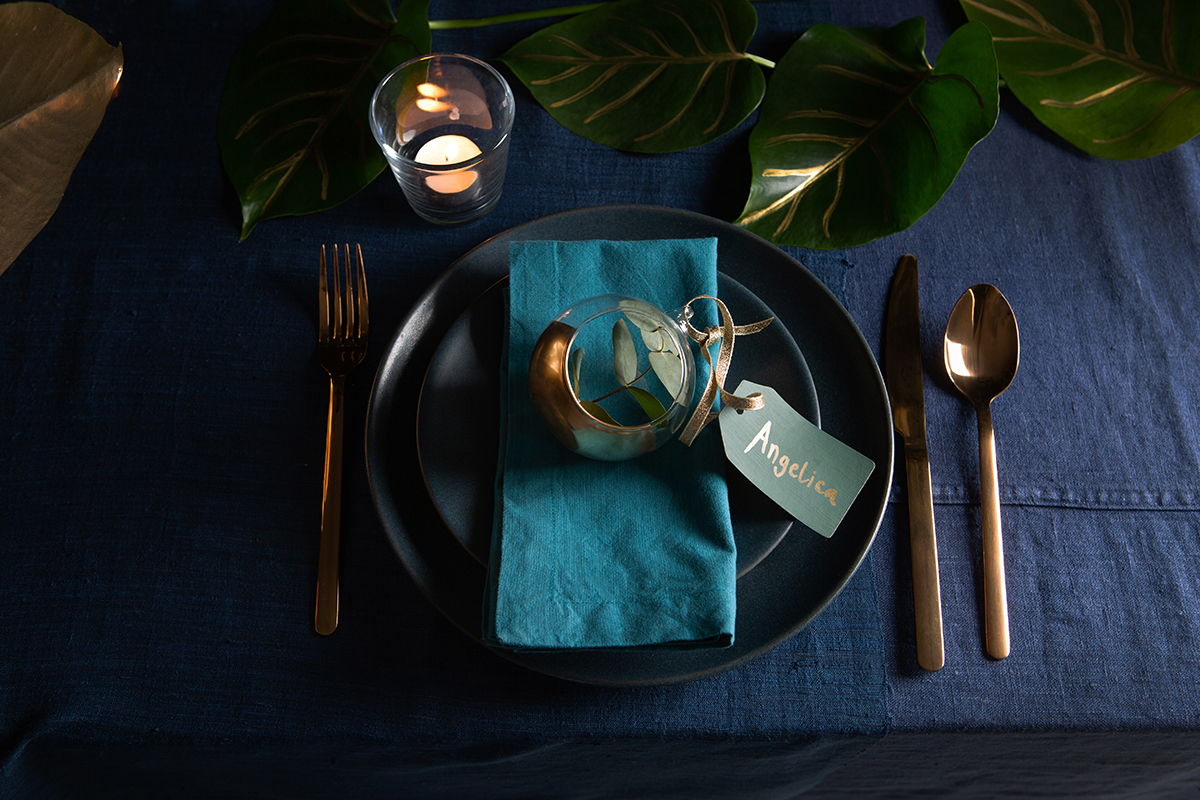 How to create a stylish Christmas place-setting