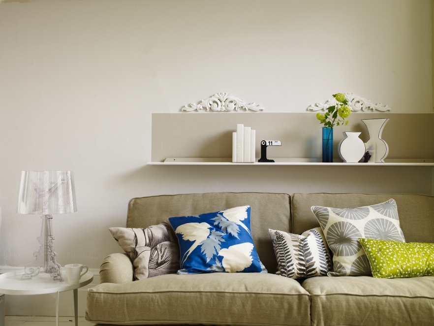 DECORATING WITH LIGHT, NEUTRAL COLOURS
